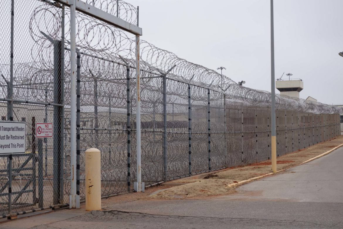 States Are Prioritizing Prisons Over >> Only A Handful Of Prison Inmates Get Treatment For Deadly